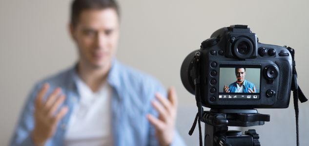Äußerungen auf YouTube führen zur Kündigung eines Lehrers