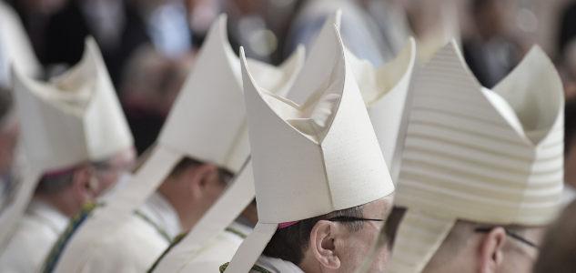 Katholischer Chefarzt heiratet erneut: Ist das ein Grund zur Kündigung?